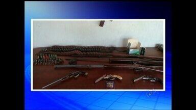 Operação em Balbinos apreende armas de fogo - Uma operação com participação da Polícia Civil de Pirajui em Balbinos nesta quarta-feira (29) cumpriu mandados de prisão por posse de arma de fogo.