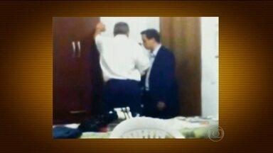 Prefeito de Paulínia é suspeito de desviar R$ 12 milhões - O Ministério Público está investigando o ex-prefeito de Paulínia, no interior de São Paulo. Ele é suspeito de ter desviado R$ 12 milhões de áreas como saúde, educação e segurança.