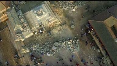Cidades desaparecem do mapa após terremoto no Nepal - No Nepal, as cidades próximas ao epicentro do terremoto praticamente desapareceram do mapa. Só agora as equipes conseguiram chegar nas áreas remotas. O cenário é de devastação total.
