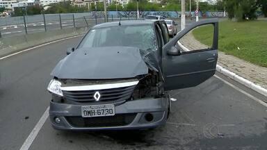 Acidentes são registrados na área urbana de Juiz de Fora - Motorista envolvido Casos foram na Avenida Presidente Itamar Franco e na Rua José Lourenço Kelmer. O motorista envolvido em um dos acidentes está internado no HPS. O estado de saúde dele é estável.