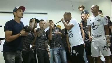 Após título, santistas comemoram com cantoria - Confira como foi a festa do Santos neste domingo
