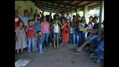 Mulher tem 16 filhos biológicos criados em fazenda de Ipameri, GO - Aposentada tem 30 netos e cinco bisnetos: 'Esqueço os nomes', revela. Filhos garantem que a mãe dá carinho a todos de forma igualitária.