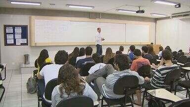 EPTV na Escola fala sobre o que motiva um professor a seguir na profissão - EPTV na Escola fala sobre o que motiva um professor a seguir na profissão