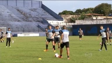 Botafogo treina para a estreia na Série B contra o Paysandu e torcida cobra boa atuação - Equipe alvinegra já pode contar com Jefferson, recuperado da cirurgia no joelho, e Daniel Carvalho deve ficar no banco como opção para o segundo tempo.