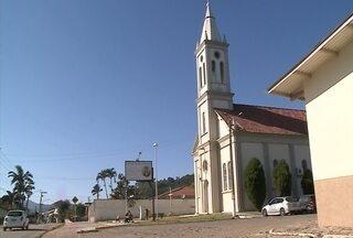Assaltos frequentes voltam a preocupar moradores do Bairro Itaipava, em Itajaí - Jornal do Almoço mostrou a situação pela primeira vez há quarenta dias