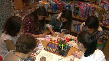 JPB mostra que Livro de Pintura é o novo vício dos adultos - Adultos lembram do tempo de infância.