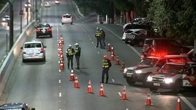 Depois de denúncia, polícia faz blitz na avenida Moreira Guimarães para impedir os rachas - Motoristas apostavam corrida de madrugada perto do aeroporto de Congonhas.