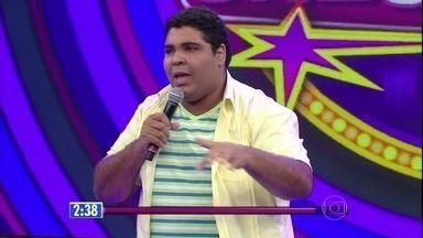 Paulo Vieira é o último a se apresentar no 'Quem Chega Lá?' - Humorista tem 22 anos e é estudante de jornalista