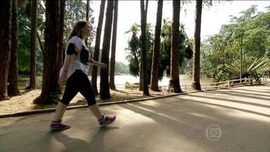 Atividade física ajuda a aliviar dores, diz médico - De acordo com médico, a atividade física libera endorfina, que aumenta a sensação de bem estar. Especialista explica ainda que analgésicos não podem ser usados rotineiramente. Meditação é uma opção para minimizar dores.
