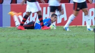 Sport faz 2 a 0 no Flamengo, mas leva o empate com Diego Souza de goleiro - Magrão se machuca e meia tem de ir para o gol. Ele vê Everton marcar, mas faz defesa importante no fim