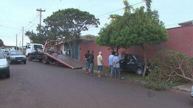Motorista morre após bater o carro duas vezes em Batatais, SP - Caldeireiro de 60 anos teria sofrido um infarto enquanto dirigia.