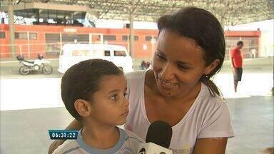 Mães recebem orientações na semana do bebê, em Fortaleza - Dicas de alimentação saudável e vacinas podem ser adquiridas em escolas, postos e terminais.