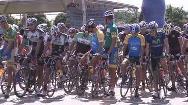 Ateltas de todo o Brasil participaram da 2ª Travessia dos Fortes - Prova é válida pelo ranking nacional de ciclismo.