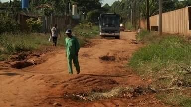 Estradas do Incra 9, no DF, estão em más condições - Moradores e produtores rurais do Incra 9, que faz parte de Ceilândia, reclamam das más condições das estradas que dão acesso às chácaras. A pista, que é de terra batida, está cheia de buracos.