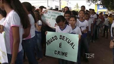 Estudante e professores de Balsas participam de caminhada contra abuso sexual de crianças - Só este ano mais de 30 casos foram registrados no município.