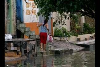Chuva causa transtornos para os moradores da RMB - Vários bairros amanheceram alagados depois do longo temporal que caiu durante a madrugada.