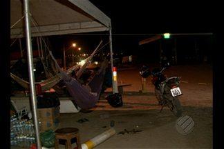 Motorista mata duas pessoas em Vitória do Xingu - Ele furou o bloqueio e atropelou as três pessoas. Uma ainda está hospitalizada.