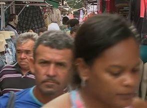 Feira da sulanca é realizada nesta terça (19), mas não agrada os feirantes, em Caruaru - Feriado do aniversário da cidade, na segunda (18), fez a feira ser transferida para o dia seguinte.