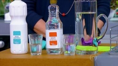 Vinagre de álcool é o mais recomendado para tirar mofo - A personal organizer Ana Ziccardi ensina a usar água sanitária diluída e depois vinagre de álcool para tirar o mofo de armários.