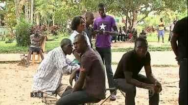 Três haitianos já morreram no Acre por problemas de saúde - Imigrantes chegam do Haiti para tentar uma vida melhor no Brasil, mas o único abrigo do estado está em condições precárias e recebe mais gente do que a capacidade.