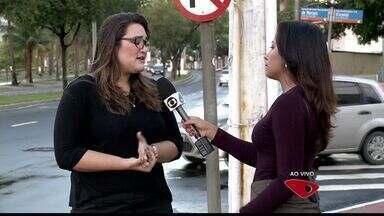 Prefeitura vai cancelar multas onde há parquímetros quebrados em Vitória - Tíquete de pagamento não estava sendo emitido na Praia do Canto.Moradora recebeu multa e teve carro guinchado na segunda-feira (18).