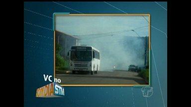 Telespectador registra ônibus deixando rastro de fumaça em Santarém - Fumaça da descarga do ônibus foi registrada na tarde de quarta-feira (20), na Avenida Magalhães.