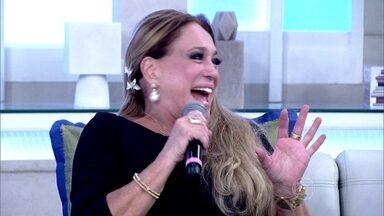 Susana Vieira preenche figurinhas com sua imagem: 'Olha que linda' - 'Fiquei com José Wilker mais do que com meu marido', comenta a atriz ao rever imagens dela e do ator atuando