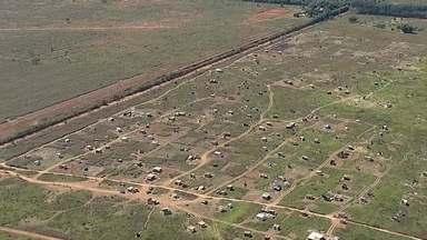 Cresce o número de invasões no DF - De acordo com a Terracap, falta pessoal para fiscalizar terras públicas. Cerca de 300 famílias já tomaram conta de um terreno em Ceilândia.
