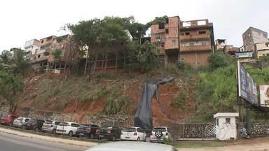 Reportagem visita áreas de encostas; saiba mais sobre os riscos de deslizamentos - Veja na entrevista com um especialista da Universidade Federal da Bahia.