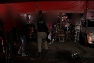 Polícia faz operação contra crimes de prostituição de menores na região - Para combater o crime de prostituição de menores, a Polícia Rodoviária Federal fez uma operação na noite desta quarta-feira (20) em motéis e bares em Bady Bassitt (SP) e José Bonifácio (SP). Os locais foram vistoriados por policiais.