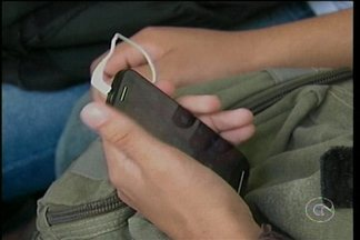 Está em vigor a lei que proíbe o uso do celular dentro da sala de aula em escolas de PE - A lei foi sancionada pelo governador Paulo Câmara, na sexta-feira.