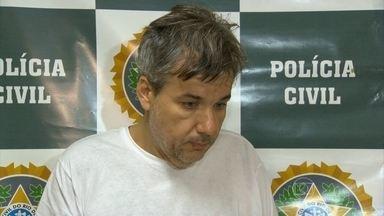 Suspeito de aplicar golpes em mulheres pela internet é preso no RJ - Homem escolhia mulheres de 40 a 50 anos e com bom poder aquisitivo. Paulo César da Mota foi preso por estelionato, entre outros crimes.