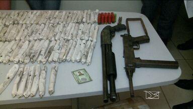 Suspeitos de assalto a bancos no interior do MA são apresentados - Dupla foi presa na manhã desta terça-feira (26), em Timon.Foram apreendidas uma metralhadora, uma escopeta e dinamite.