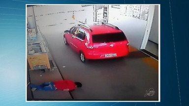 Homem é executado com oito tiros em posto de combustível em Pacajus - Crime ocorreu na tarde desta segunda-feira.