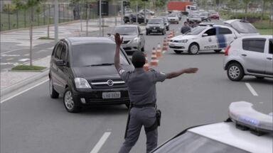 Regras do trânsito - Dirigir tem sido prática de palhaço