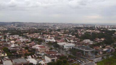 Previsão é de chuva em Ribeirão Preto, SP, nesta segunda (1º) - Máxima esperada para a tarde é de 25 graus.