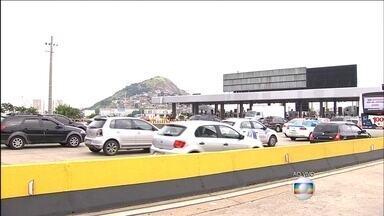 Nova concessionária assume a administração da Ponte Rio-Niterói - A partir desta segunda (1), a tarifa cobrada no pedágio é de R$ 3,70. A EcoPonte administrará a rodovia pelos próximos 30 anos e deve fazer melhorias nos acessos.