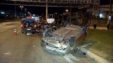 Acidente com dois veículos deixa feridos no Anel Rodoviário de Belo Horizonte - Quatro pessoas tiveram ferimentos leves, segundo o Corpo de Bombeiros.
