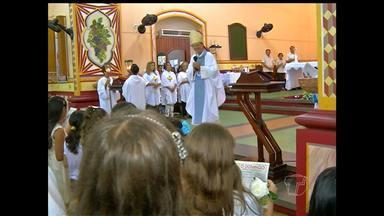 Igreja católica celebra o dia da Santíssima Trindade em Santarém - Festa é celebrada no primeiro domingo depois de Pentecostes.