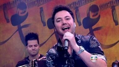 João Bosco e Vinícius cantam 'Esperando Você Chegar' - Dupla é a atração musical do programa