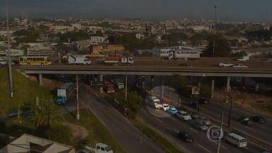 Acidente de trânsito é flagrado pela câmera da TV Globo Minas - Em outra batida, cinco veículos se envolveram em um engavetamento.