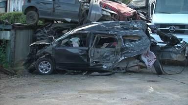 Irmãos gêmeos morrem em acidente no sul; motorista capota o carro na capital; veja no Giro - Confira os destaques do Giro de Notícias.