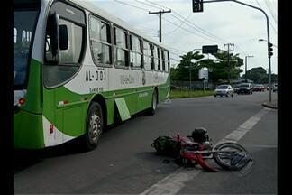 Acidente entre moto e ônibus é registrado na avenida Arthur Bernardes, em Belém - Dessa vez, ninguém saiu ferido e houve apenas danos matérias.