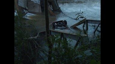 Ponte desaba no acesso a Jaguari - Caminhão bitrem e carro foram derrubados