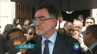 Preço da conta de luz diminui para agricultores da Paraíba - Ministro do Desenvolvimento Agrário, Patrus Ananias, assinou convênio com o Governo do Estado.
