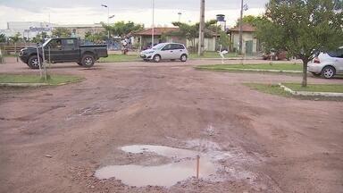 Estacionamento do Parque da Cidade está cheio de buracos - Visitante reclama do descaso com a obra pública.