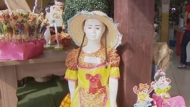 Lojas reforçam estoque para festa juninas - Comerciantes esperam aquecimento na economia.
