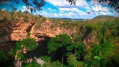 Conheça o Buraco das Araras - Os repórteres Marina Franceschini e Ílson Joaquim fizeram rapel para conhecer lindas paisagens no Buraco das Araras. Confira.