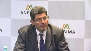 BNDES lança novo modelo de empréstimo para empresas - As regras já começam a valer na próxima segunda-feira, dia 8. Por enquanto vão beneficiar grandes empresas, com faturamento acima de R$ 1 bilhão. O Ministro Joaquim Levy afirma que o ajuste vai trazer de volta a confiança e os investimentos.
