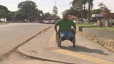 Deficientes sofrem com a falta de acessibilidade nas ruas e órgãos públicos de Macapá - Acessibilidade deveria ser um assunto superado. O problema continua sendo temas de debates. O poder público e empresas privadas ignoram as deficiências.